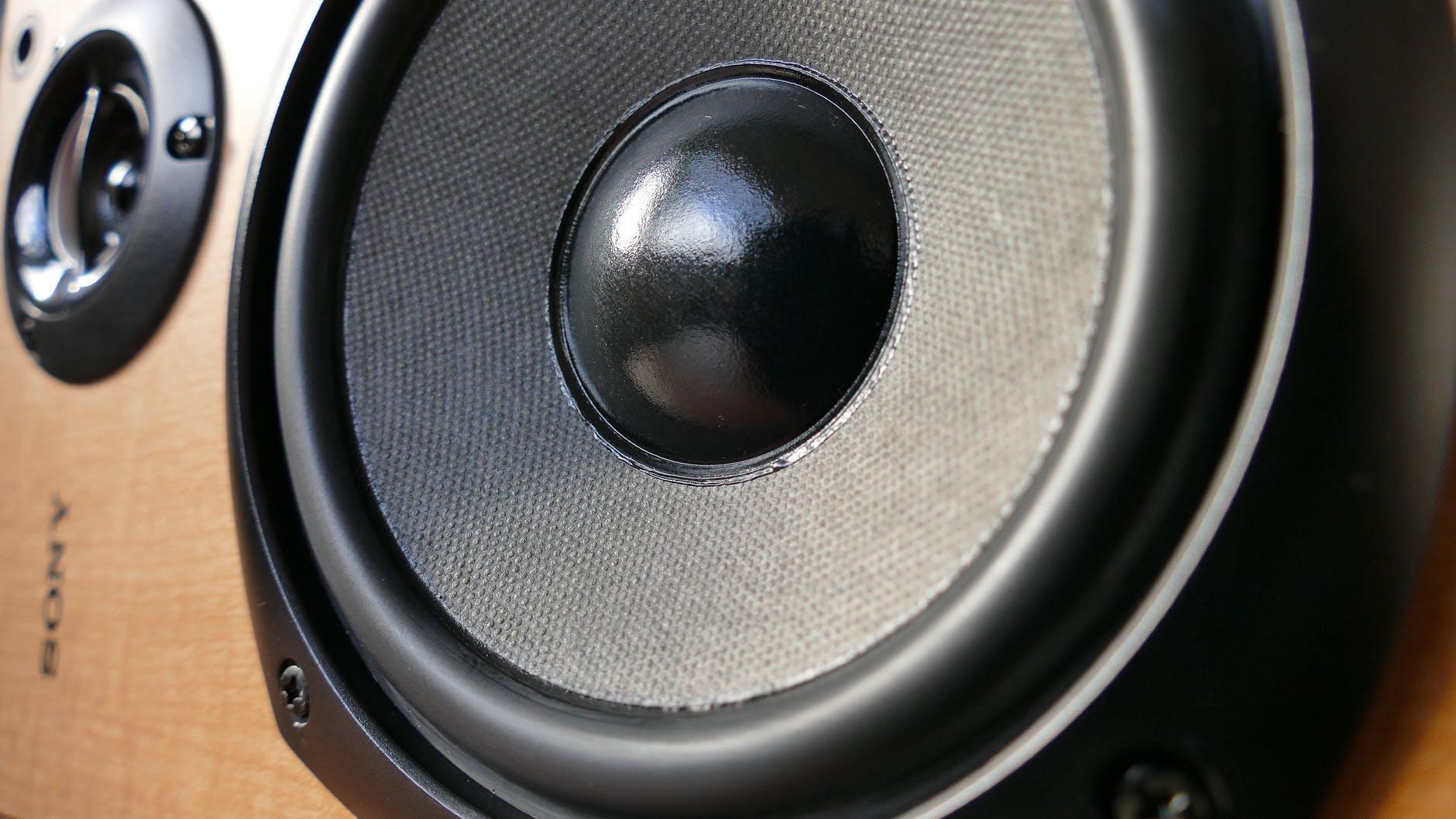 Nahaufnahme von Sony Lautsprecher